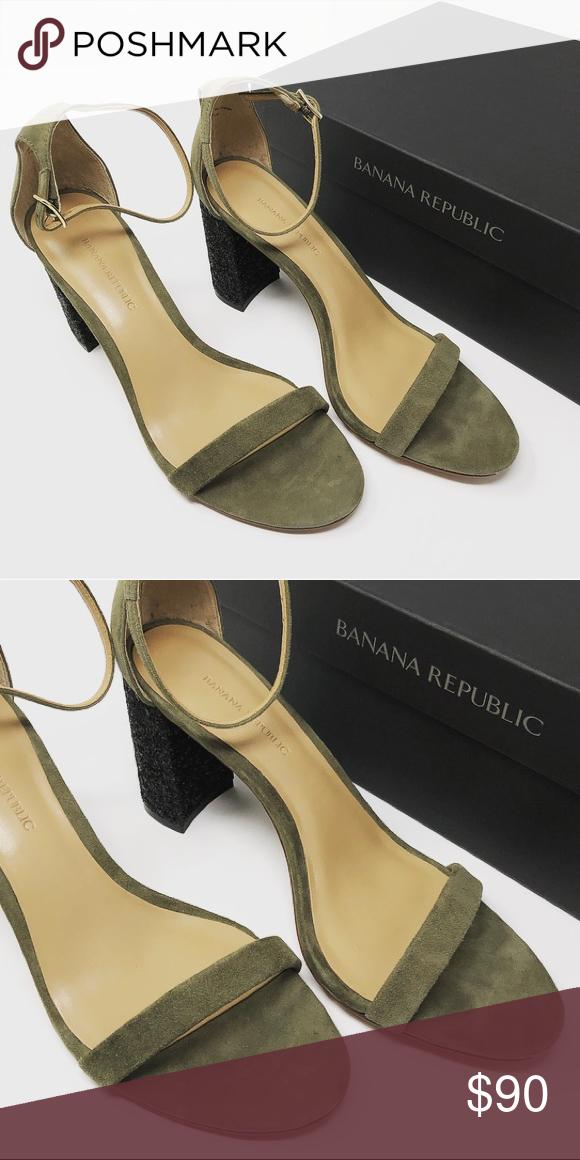 Banana Republic olive green block strap