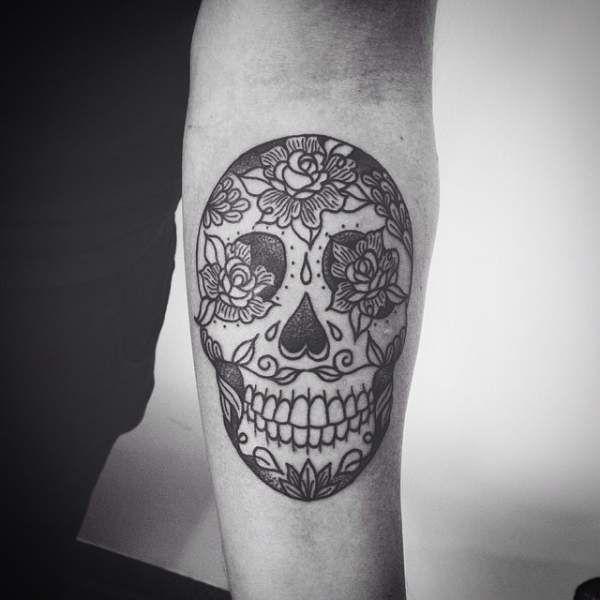 Tatouage homme Tête de mort Noir et gris sur Avant Bras