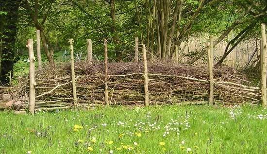 Epic  kologischer Sichtschutz und Mini Biotop Totholzhecke