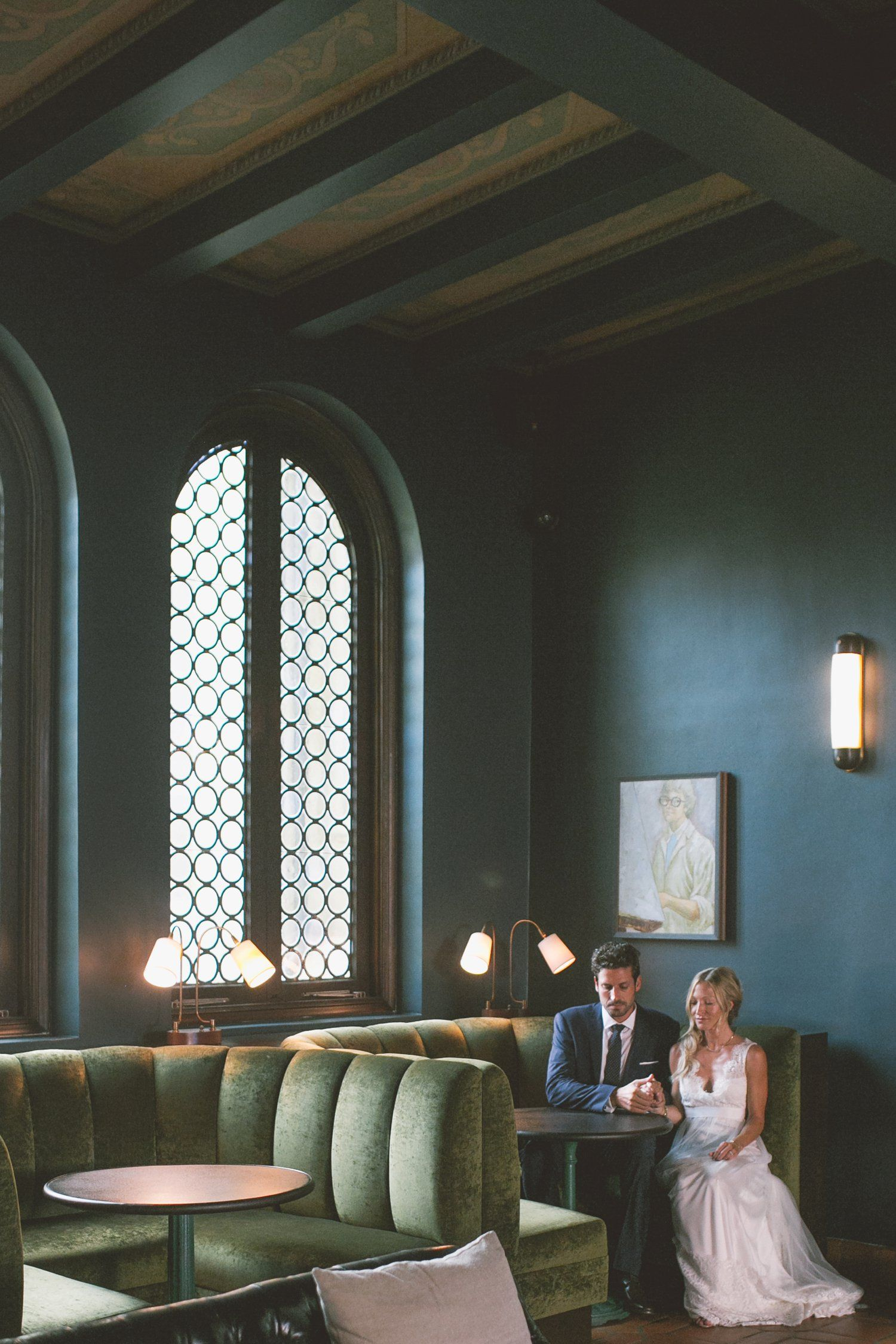Romantic is what we'd call this photo: from Palihouse Santa Monica's charming interiors to this adorable newlywed. @palisociety #weddings #venues #hotels