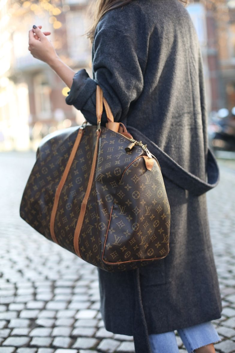 17b82bcd4d3e OUTFIT  Grey Oversized Coat and Vintage Louis Vuitton Keepall Bag ...
