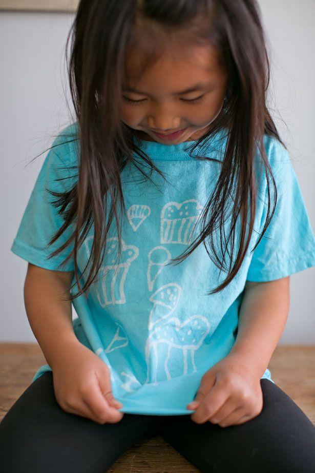 CREATIVELY DISPLAY YOUR KID'S ART ON A SHIRT