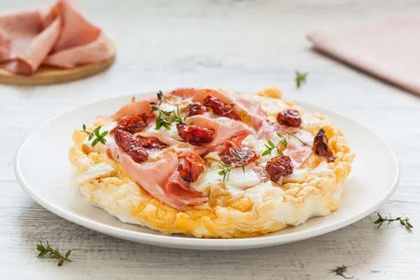 Photo of Fake egg whites pizza with cooked ham and scamorza