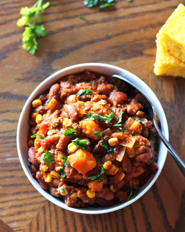 Slow Cooker Sweet Potato Chili A Nomad S Dream Sweet Potato Chili Slow Cooker Sweet Potatoes Recipes
