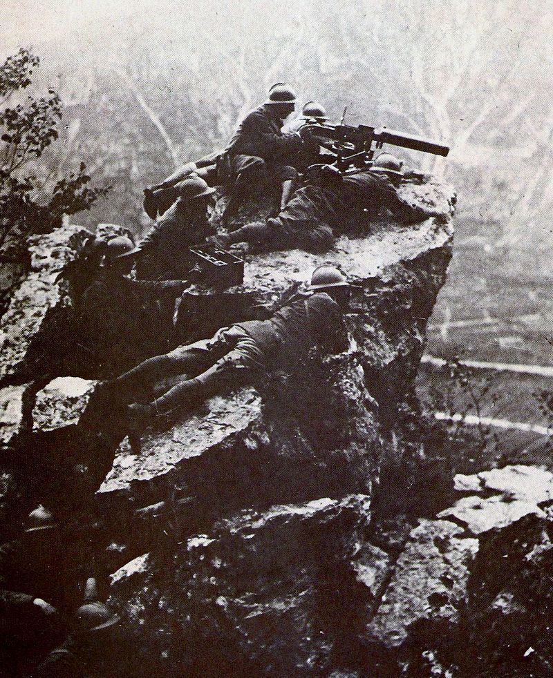 Italian machine gun crew with a Fiat M1914 in action at Monte Grappa, World War I.