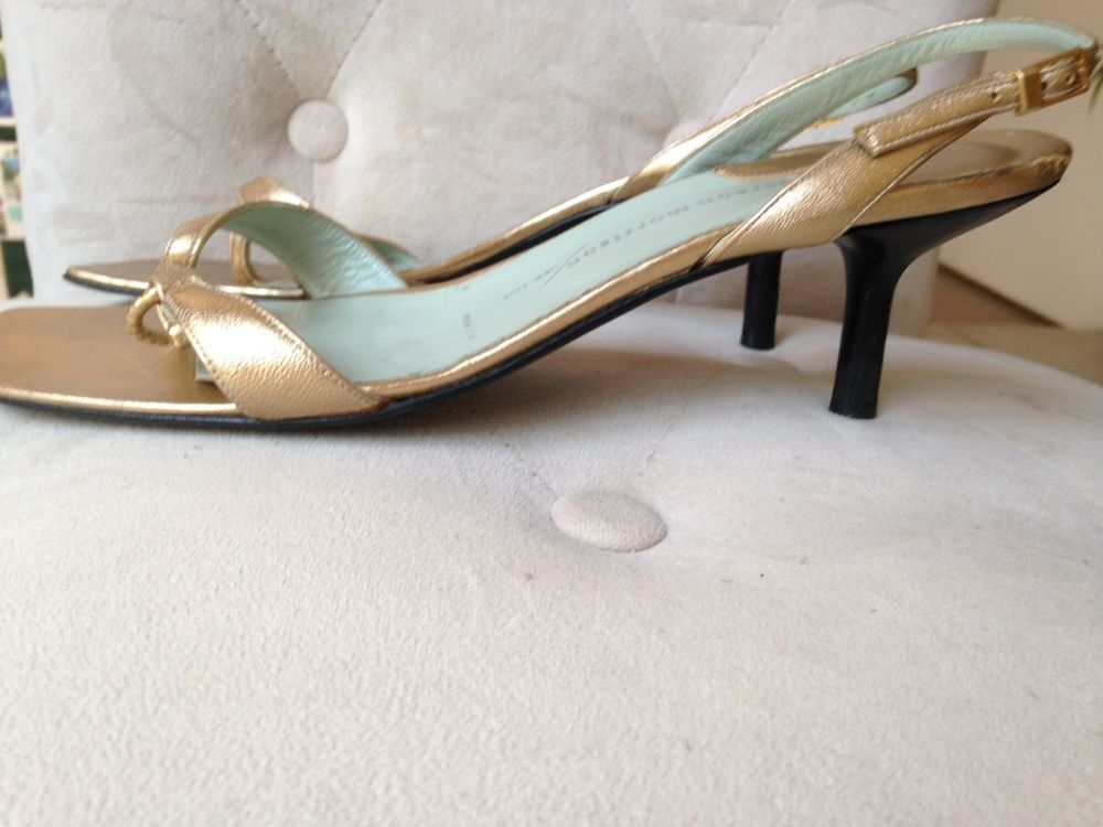 Sigerson Morrison gold kitten heel sandals. Size 9, but runs small #SigersonMorrison #KittenHeels