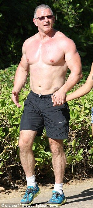 Robert Irvine shows off his ripped chest in Hawaii | Eye