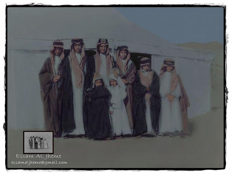 الملك فيصل في الوسط عن يمينة الأمير محمد بن عبدالعزيز وعن يسارة الملك خالد بن عبدالعزيز واخوانه من الأمراء My Images Saudi Arabia Culture Rare Pictures