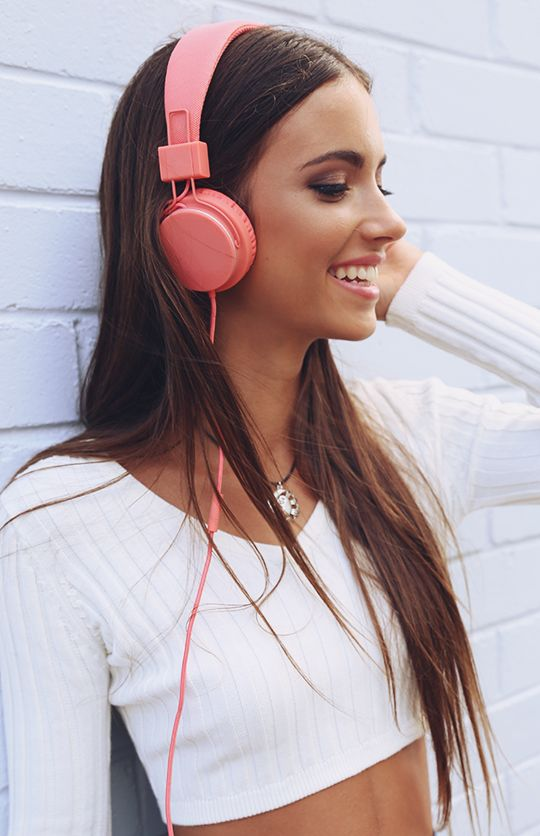 Urbanears - Plattan Headphones - Coral | Girl with headphones, Pink headphones, Wearing headphone