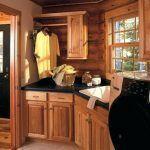 Photo of Rustikale Hickory Küchenschränke knorrig neu gebeizt # Schränke #Hickory #Jpe…