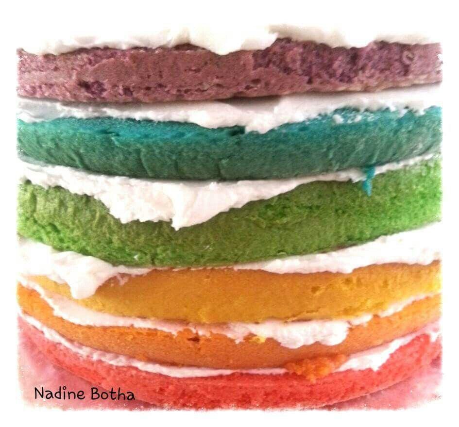 Reënboog kleure koek