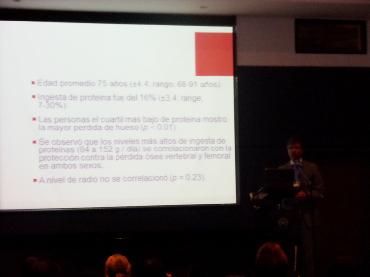 Intervención del Dr. Jorge Alejandro Castillo - El papel de la nutrición en la artrosis y osteoporosis. — en Hotel Cosmos 100.