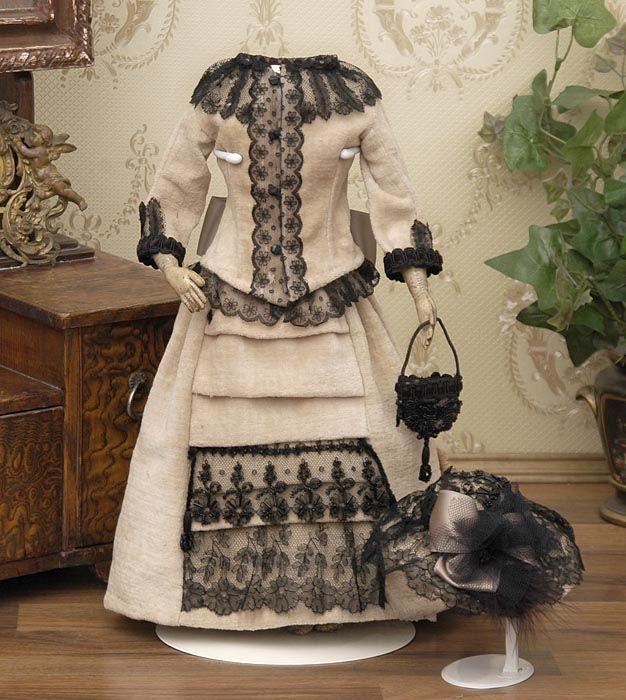 ...oooooohhhh...black lace!!!