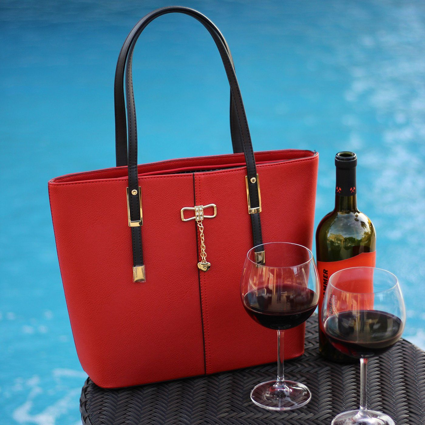 The Red Portovino Wine Purse Allows You To Bring The Party Along Our Red Portovino Is Designed With An Insulated Secret Compartment T Wine Purse Wine Bag Bags