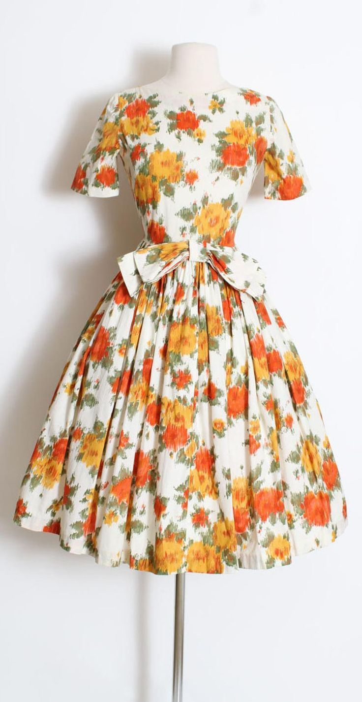 Gorgeous 1950s frock in fall colors #1950sdresses #vintagefashion #vintagedresses
