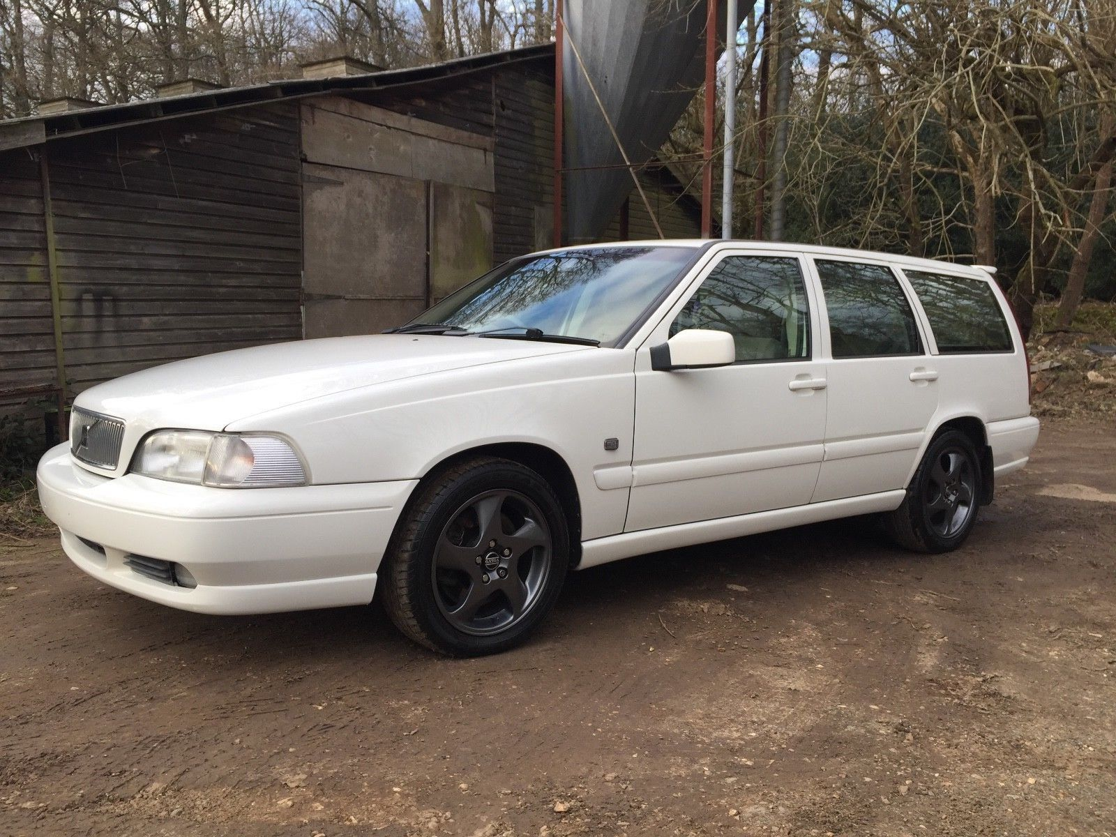 eBay: VOLVO V70 T5 AUTOMATIC ESTATE R FSH 2 OWNER 850 SIMPLY SUBLIME