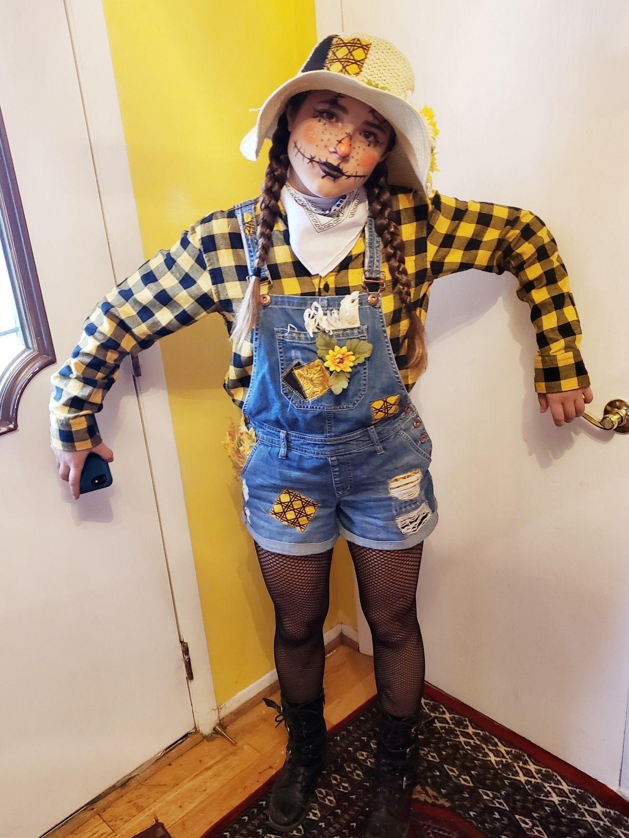 Daughter's scarecrow costume #scarecrowcostumediy Daughter's scarecrow costume #scarecrowcostumediy