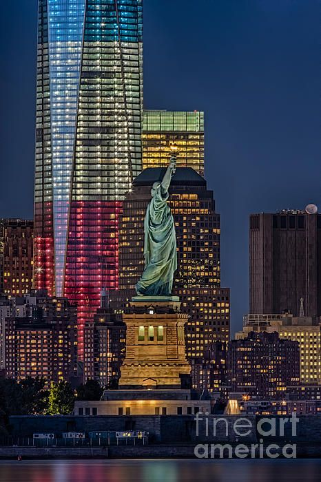 New York City Nyc Skyline View With Lady Liberty And The Rising Red White And Blue Freedom Tower At Twilight Susa New York City Beautiful Places City Skyline