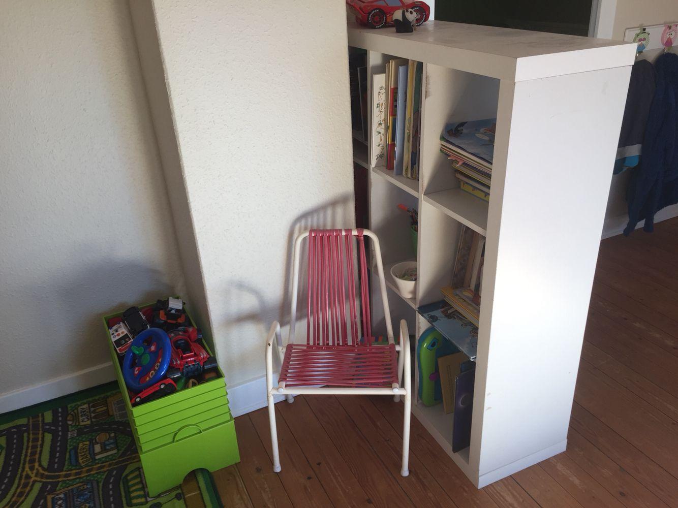 Gammel havestol i børnestørrelse.