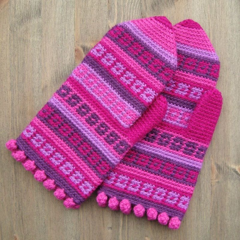 Mittens With Bobble Edging - Free crochet pattern by Jolanta Gustafsson. There are more patterns for hands here.