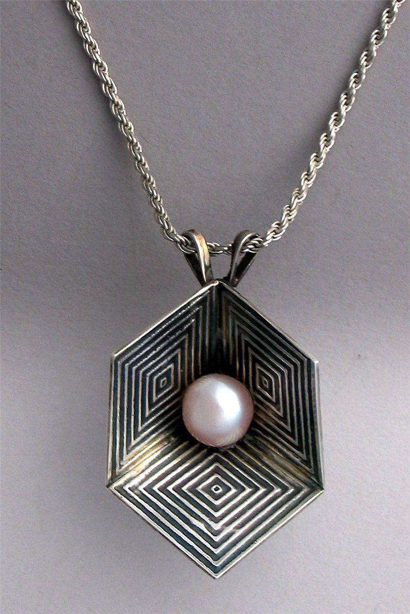 Optical illusion pendant - Art Jewelry Magazine -  a4028211de9f