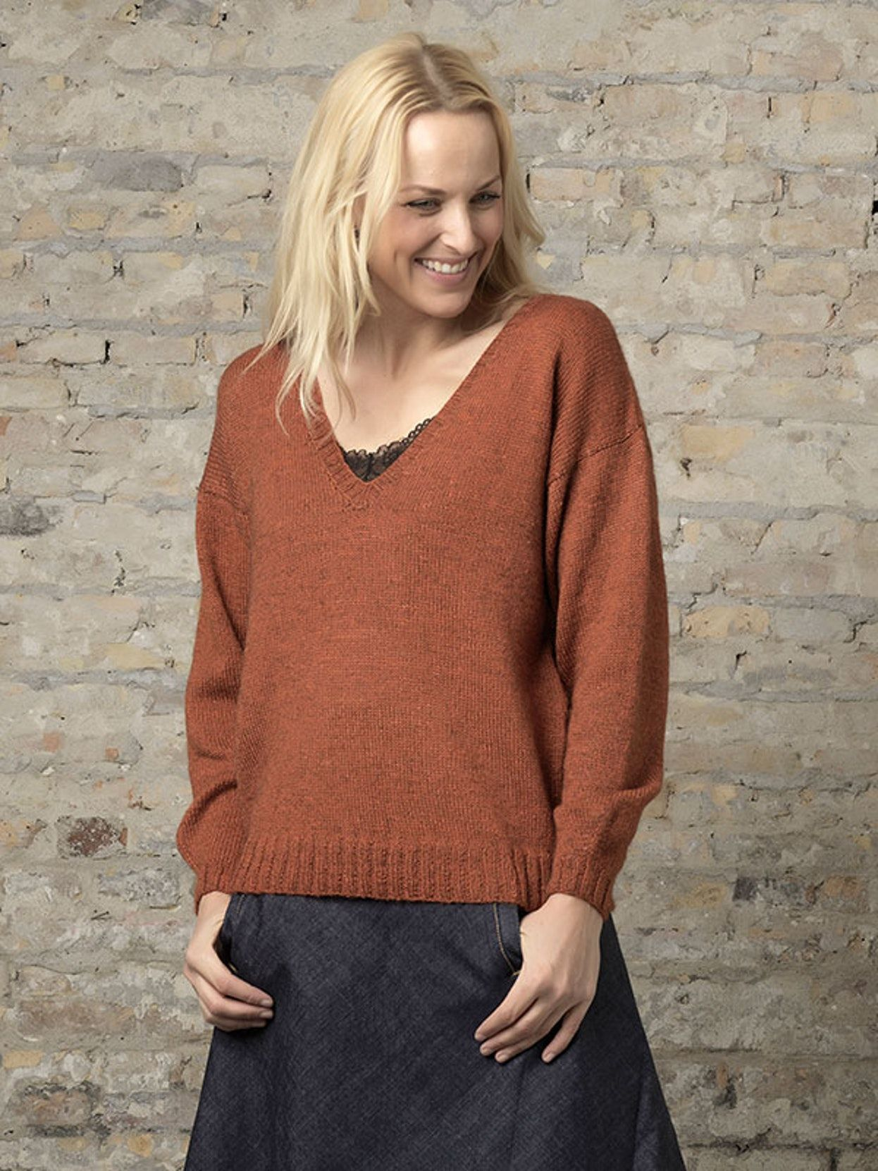 Strikkeopskrift: Sweater med V-hals | Familie Journal #strikkeopskriftsweater