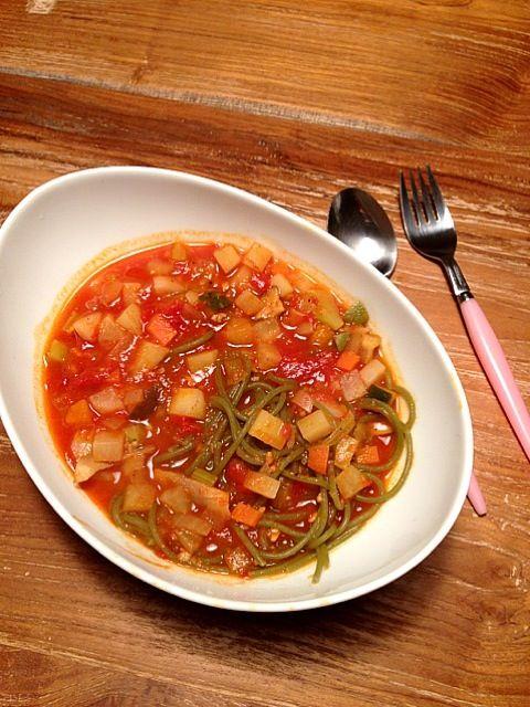 具沢山のベジスープにほうれん草のパスタをイン! 隠し味は自家製味噌〜。 朝からモコずキッチン見て、スープパスタ気分だったー。 - 7件のもぐもぐ - オーガニックほうれん草パスタスープ by saricoro