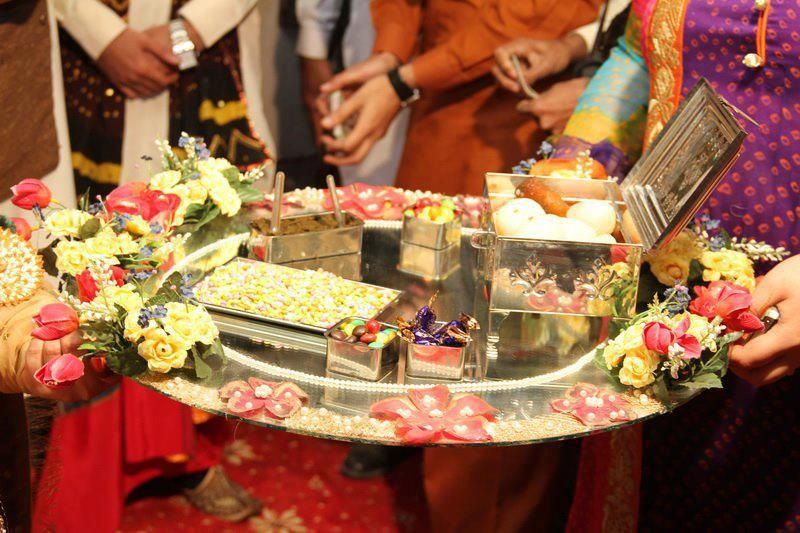 Mehndi Thaal Decoration Ideas 2015 : Amazing thaal decoration ideas with sweets for different