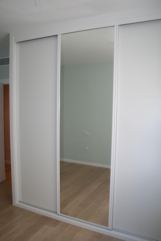 3 hojas combinando modelo 5t16 lacado blanco y espejo for Armario puerta espejo
