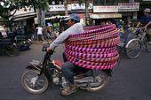 Vietnamese motorcycles and their funny loads- Les motos vietnamiennes et leurs d…