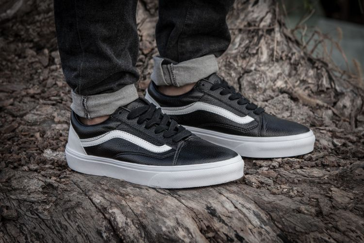 71a59e2a524d4b VANS classic black and white skin personality low skateboard shoes 905  Vans