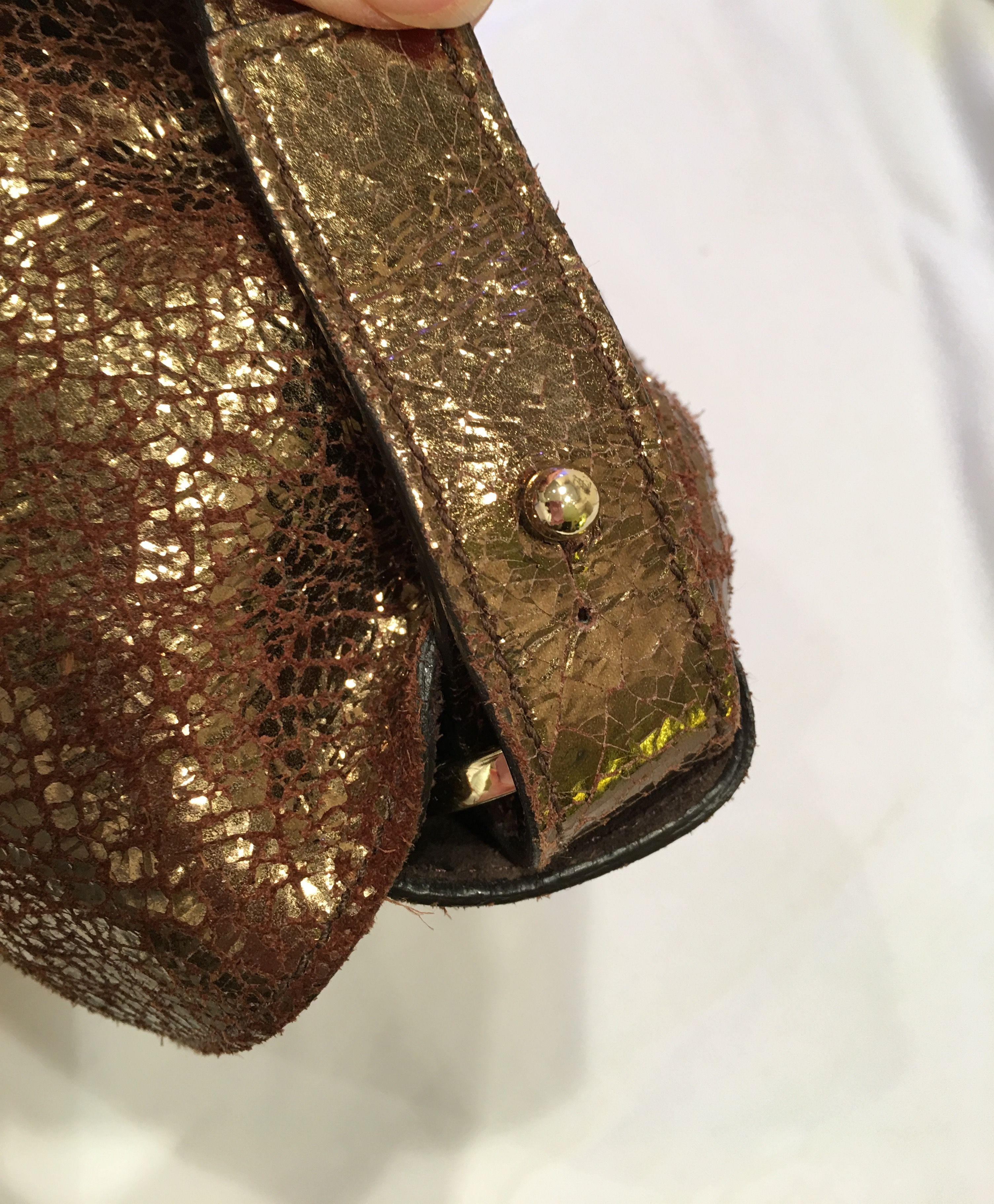 Mulberry Bayswater Clutch in Antique Gold Cracked Metallic ... 86ebbd1aac554