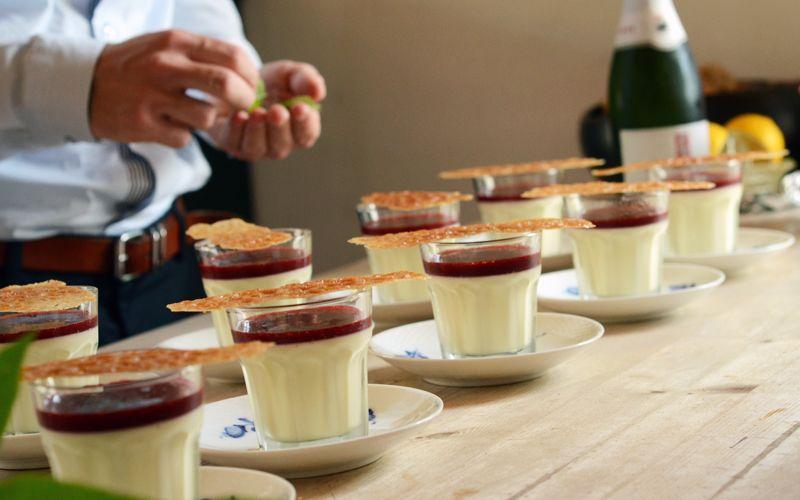Panna cotta med coulis og tuiles : Carlas Café