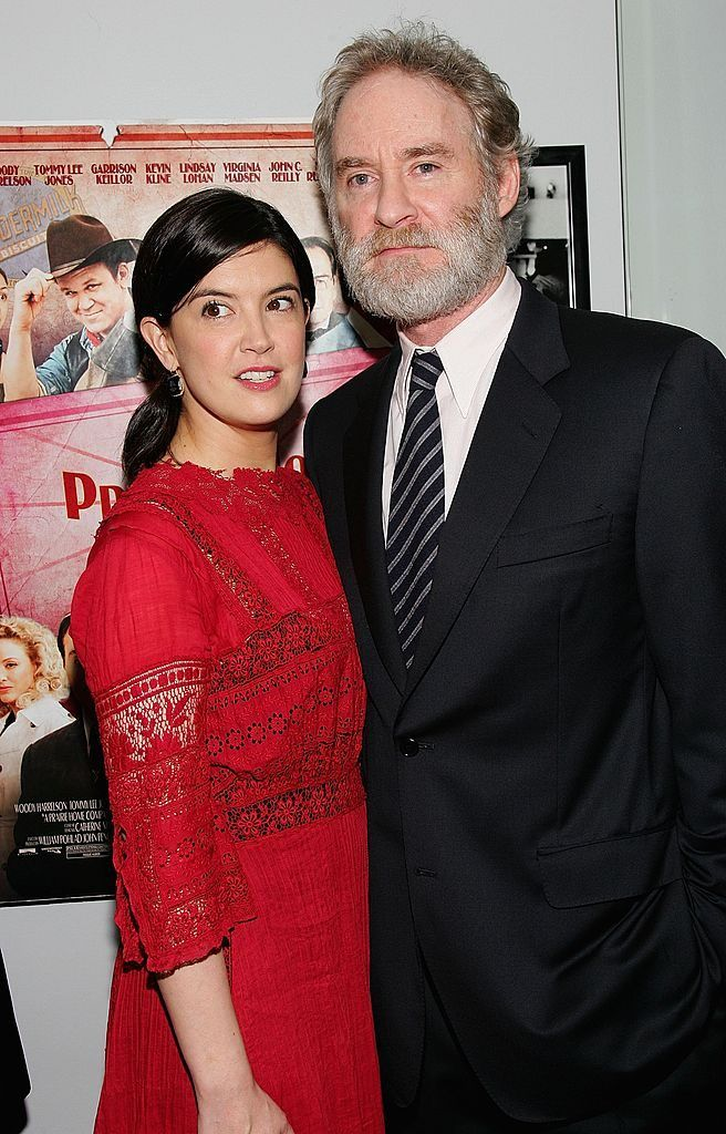 Phoebe cates with her husband kevin kline celebrity for Phoebe cates and kevin kline wedding photos