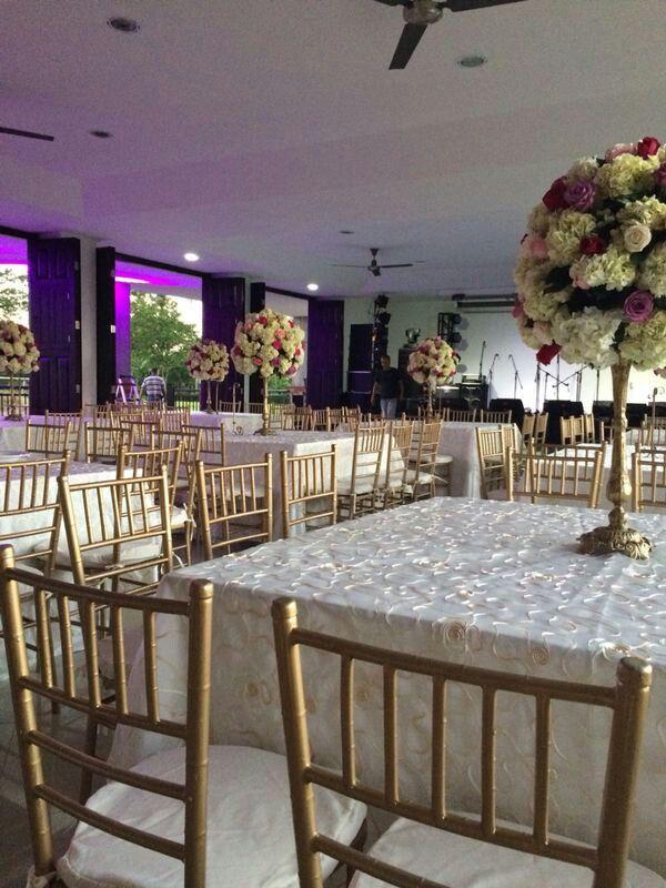 Centro de mesa en hortensias y rosas