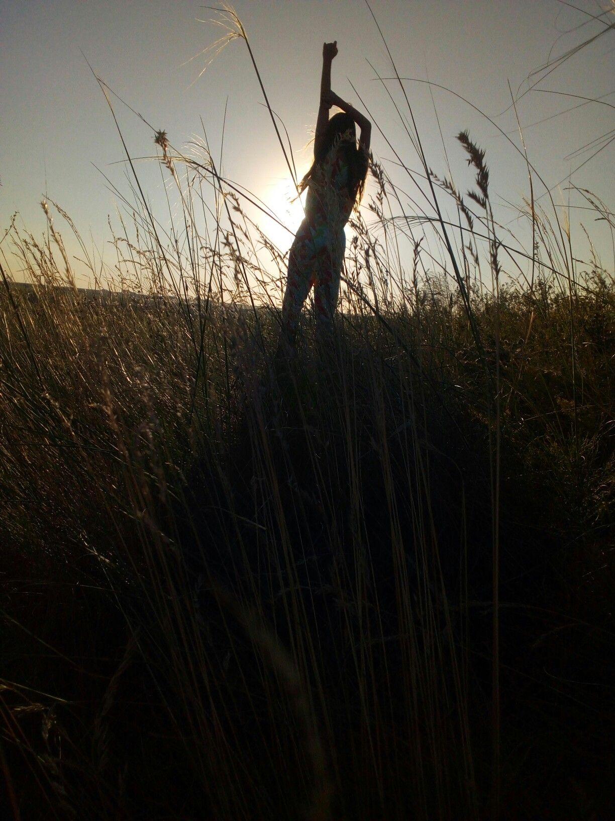 Идеи для фото в поле летом позы | Фотография на природе ...