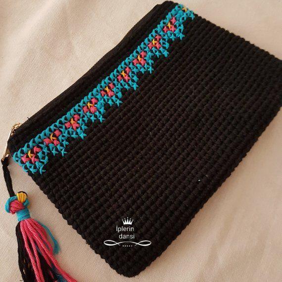Artículos similares a Ethnic crochet clutch en Etsy