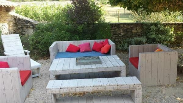 Obtain excellent tips on patio furniture layout. They are actually on call for you on our website. #recyceltepaletten