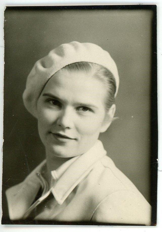 1930s Photo OR Oregon Pretty Young Woman Bonnie Parker Style Beret Portrait