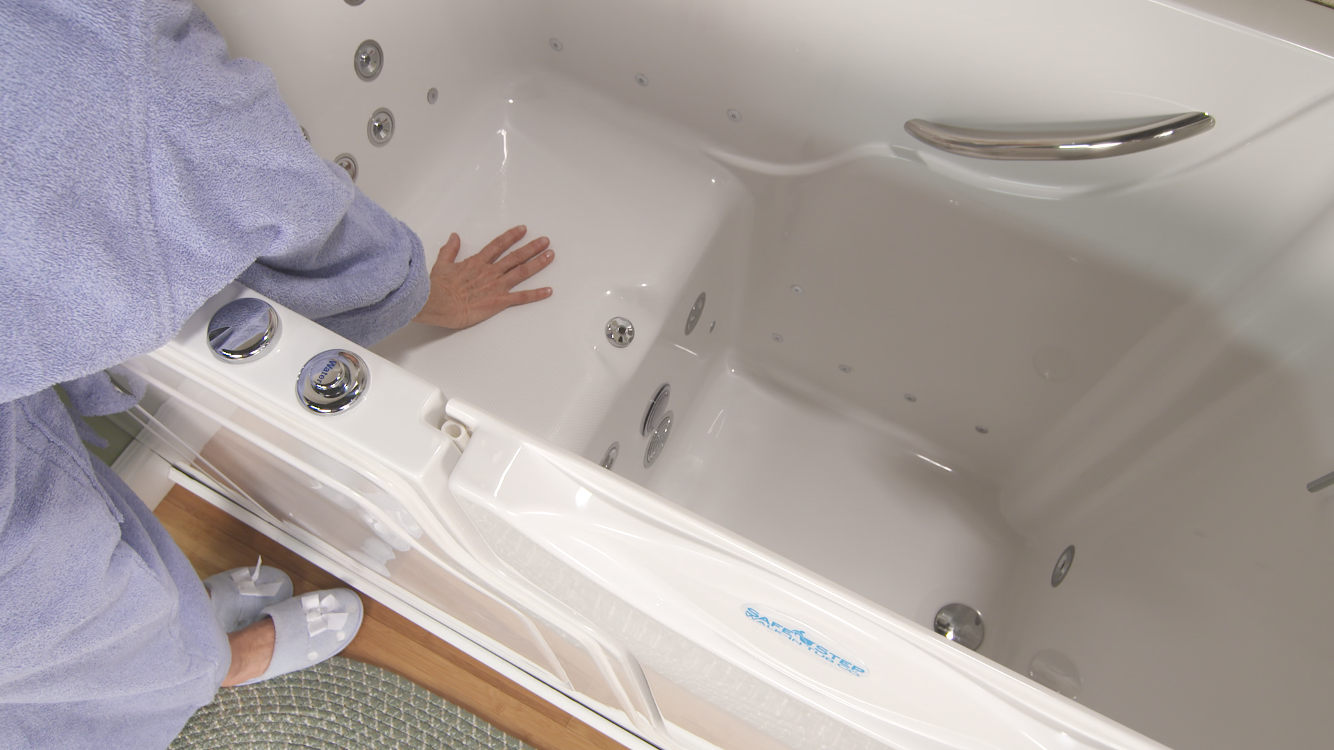 The new Safe Step Walk-In Tub features a comfy heated seat and back to keep you warm and relaxed throughout your bath! Because #safetyneverfeltsogood!