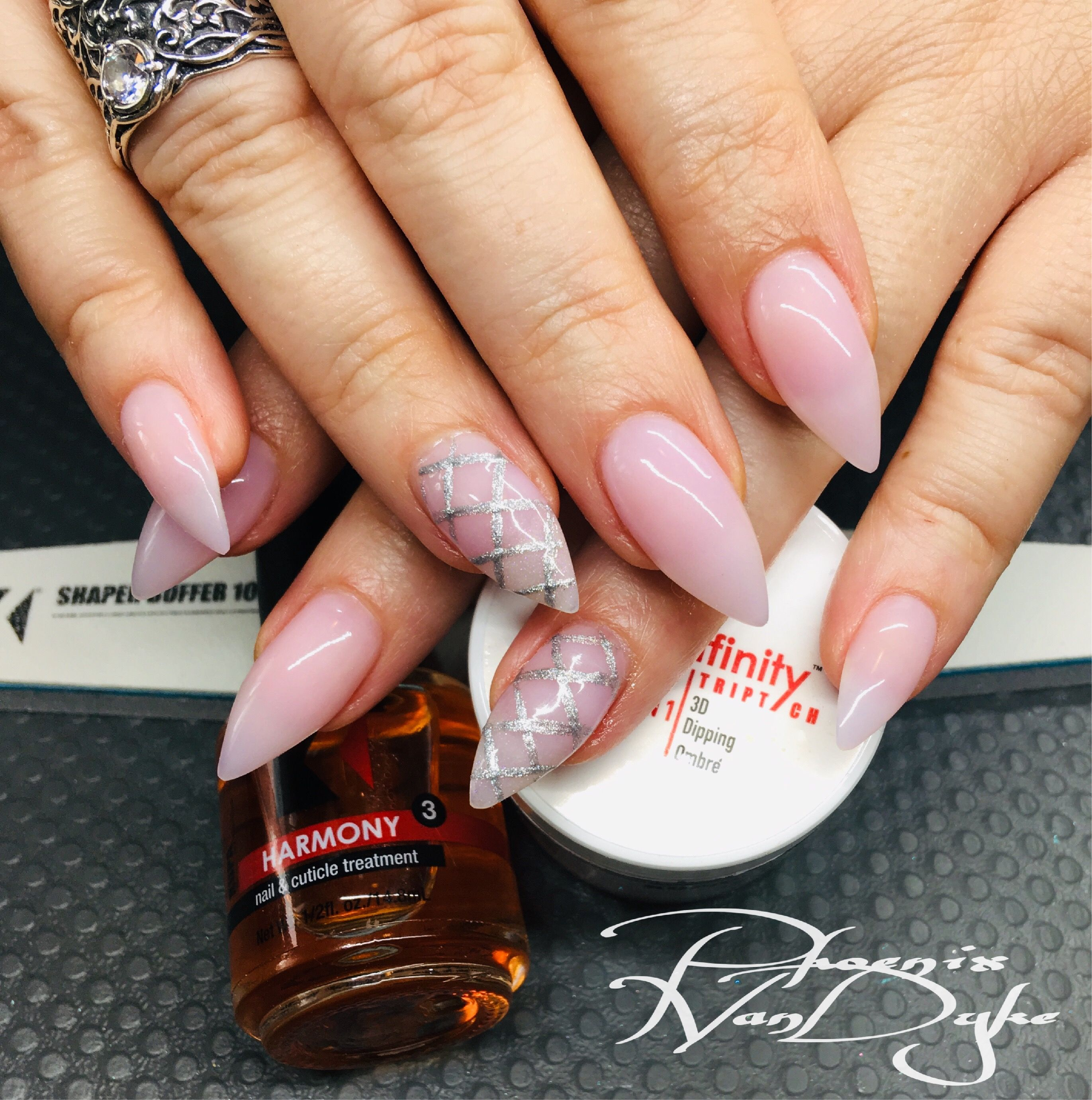 Just A Pretty Pink Set Of Nails Beehived Harlot Dipfinity Can Be Used As An Acrylic Polymer Dipfinitytriptych Kupainc Kupa Nails Acrylic Nails Nail Designs