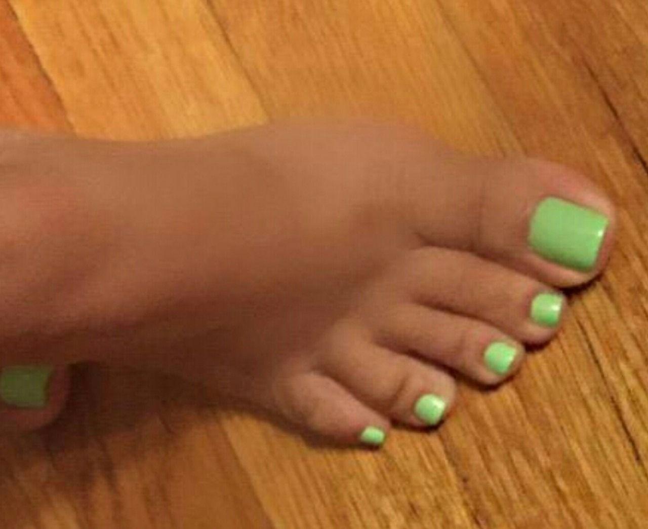 Hottness With Images Green Toe Nails Feet Nails Toe Nails