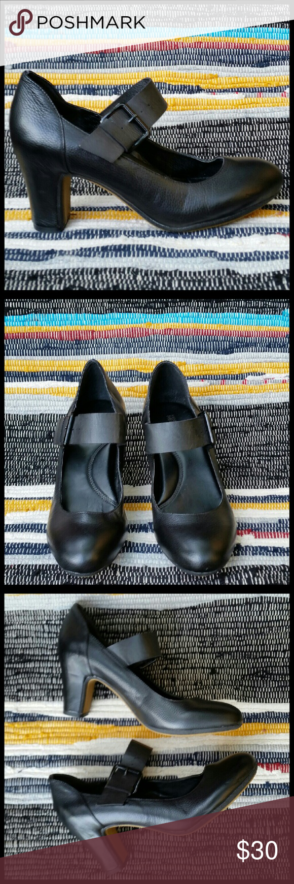 Kenneth Cole Reaction Mary Jane Heels Chunky Black Leather Mary Janes w/padded foot bed and 2.5 heel. Very soft  and comfortable. Very little signs of wear. Great condition. Kenneth Cole Reaction Shoes Heels