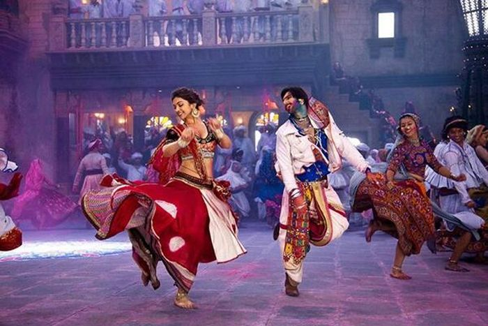Deepika And Ranveer Dance To Tune Of Garba In Ram Leela Leela Movie Bollywood Dance Deepika Padukone