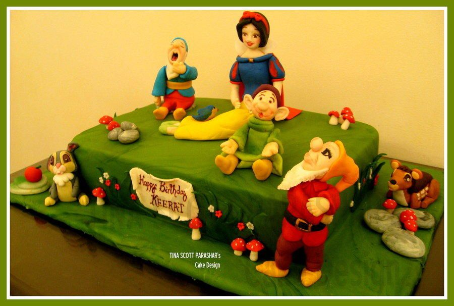 Snow White and the...3 dwarfs!