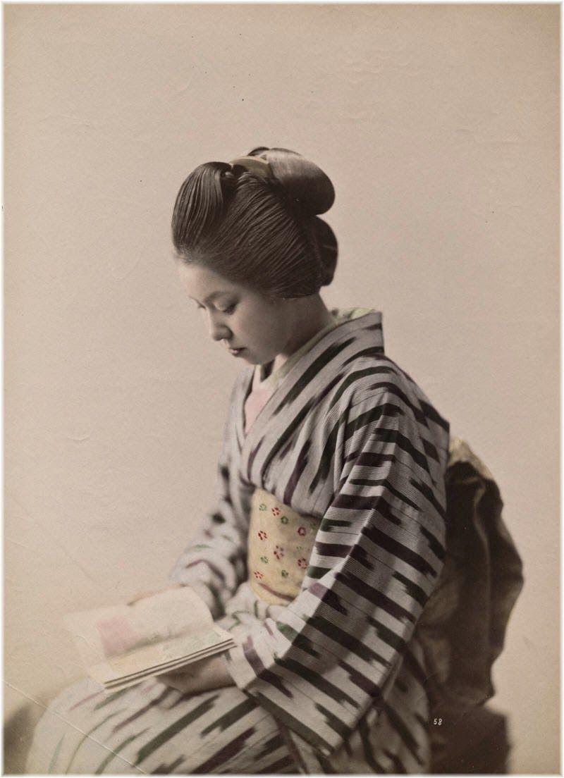 Bellezza e lontananza. Immagini femminili nella fotografia giapponese di souvenir dell'Ottocento, in esposizione a Lo Spazio di via dell'Ospizio di Pistoia.