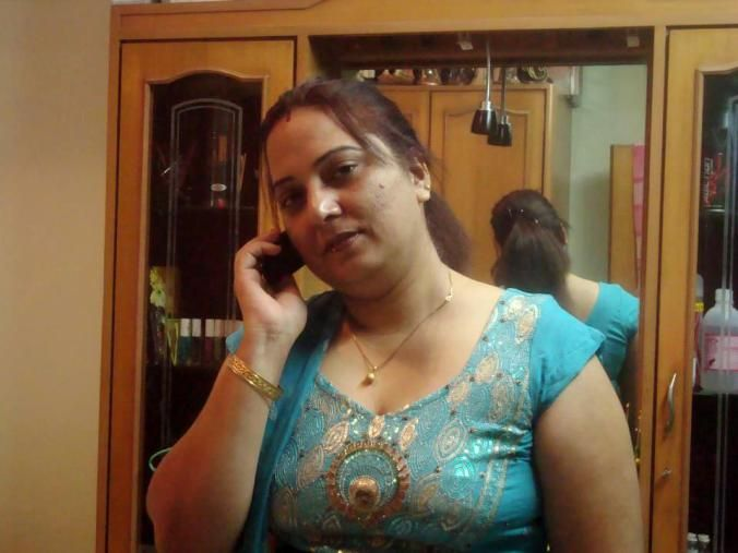 Dating in delhi with woman on phone