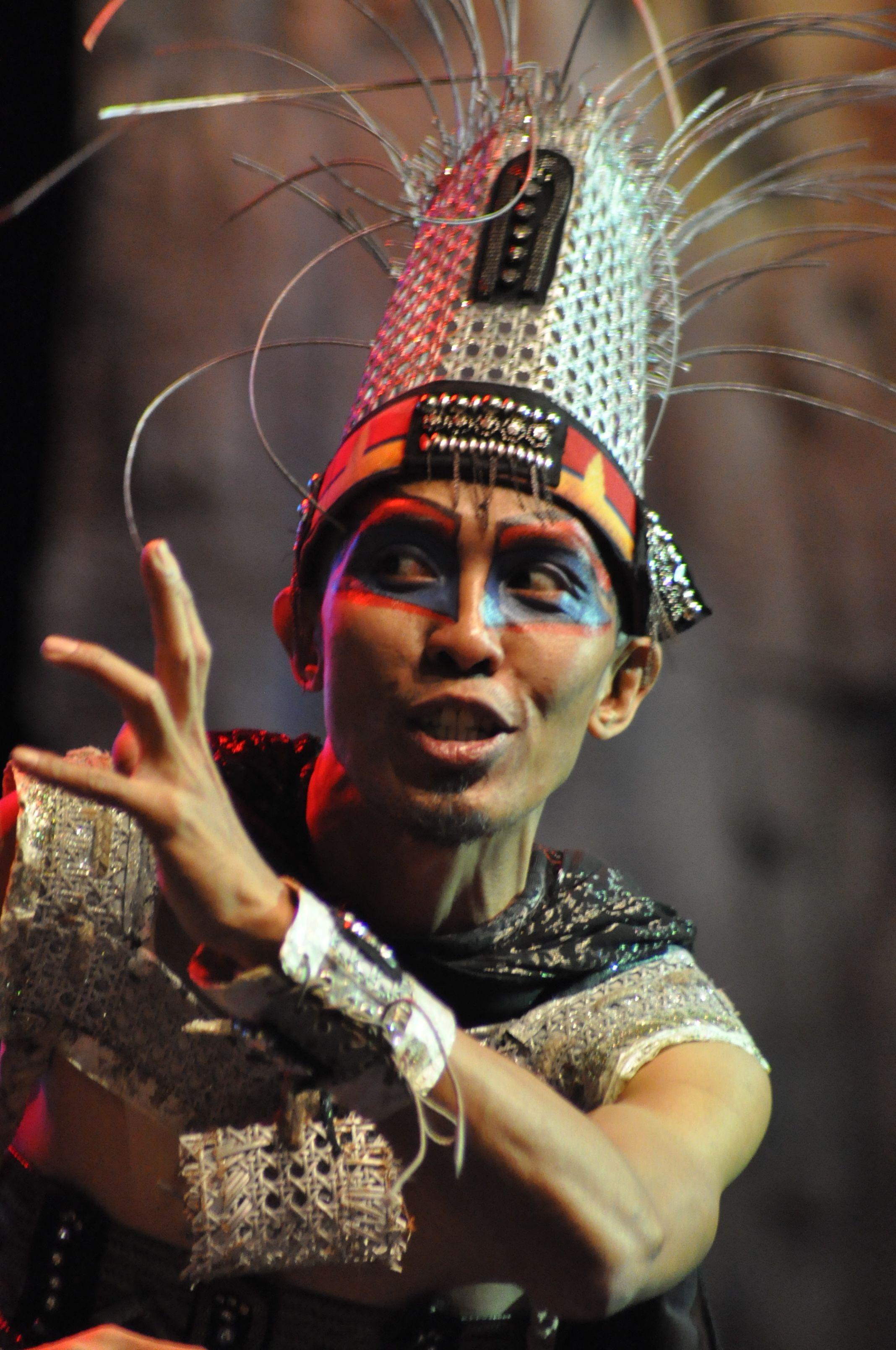 Musical at TransTV Studio, Bandung Crown jewelry