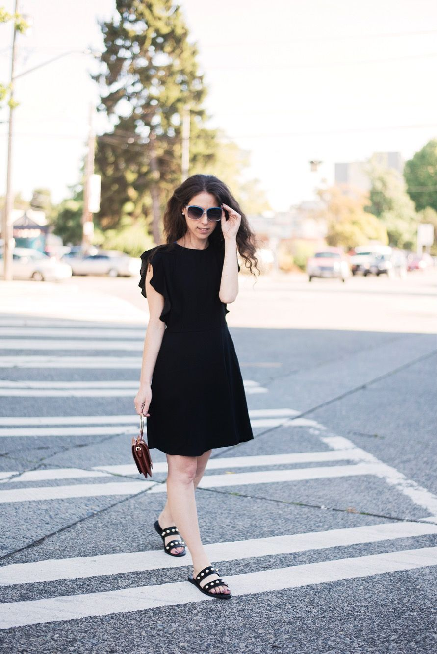 Your Closet Bff A History Of The Little Black Dress Fashion Little Black Dress Fashion Inspo [ 1334 x 891 Pixel ]