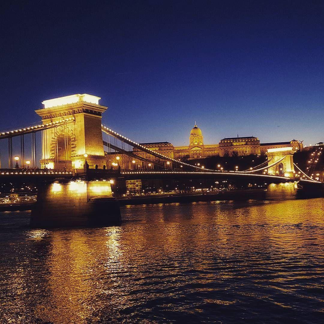 E quando viene sera tutto diventa piú chiaro #budapest #bridge #vloggando #pinaviaggia by pinalapeppina